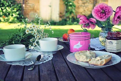 Zaczynamy cykl publikacji na naszym blogu. Dowiecie się z niego o sekretach światowych marek herbat. Jak je parzyć, do czego dobierać smaki. Ciekawej lektury. 📖 ☕