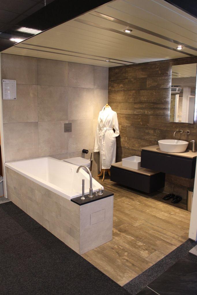 Asymmetrisch bad: handig ruimte besparend bad! In het brede gedeelte kun je zitten en het smalle gedeelte is voor je benen/voeten.