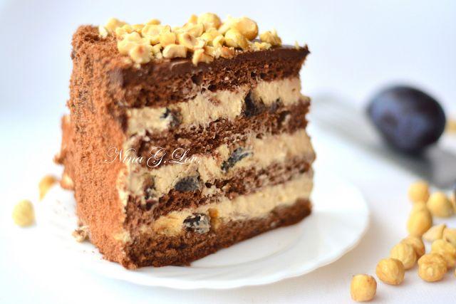 """Шоколадный торт с """"пьяным"""" черносливом и карамельно-сливочным кремом"""