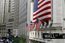 055 – Nueva York. Incertidumbre bursátil. Los pronósticos de los analistas se cumplieron. El ambiente festivo que se vivió en Wall Street, antes de la reanudación de las operaciones de la Bolsa de Nueva York, que puso fin a cuatro días de cierre forzado tras el ataque terrorista, y las noticias de reducción de tasas de interés en EE.UU. no fueron suficientes para detener la ola de ventas de acciones que se registraron desde el