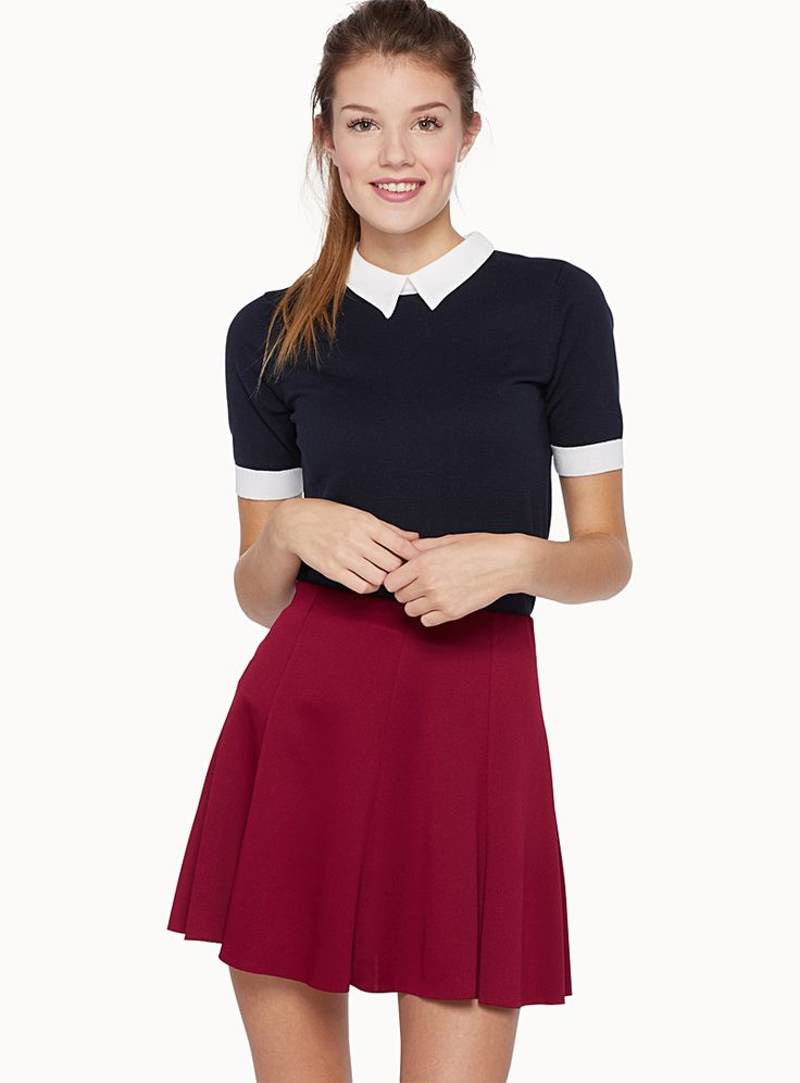 Exclusively from Twik     We love the small retro collar with contrasting crepe chiffon points   Ultra stretch, fine knit   The model is wearing size small