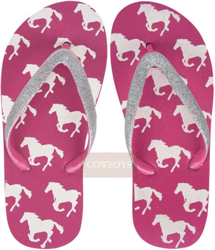 Chinelo feminino na Cor Rosa com Brilho White Horse   chinelo feminino na cor rosa, com desenho de cavalos na cor branca e tira em borracha com brilho de glitter. chinelo importado no estilo country, para cowgirl antenada que gosta de estar sempre na moda.