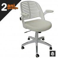 Daca doriti sa aduceti un suflu modern, care sa surprinda placut vizual, puteti alege acest model de scaun birou.