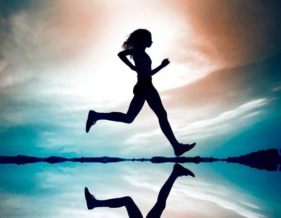 """A Flavinha pratica atividade física """"desde que começou a andar""""! Atualmente sua paixão é a corrida de rua e já fez 17 provas de meia maratona! Por isso neste post ela escreve sobre como se organizar pra incluir a corrida na rotina! Vale a leitura! Eu amei! Beijos, Fabi  Veja mais aqui: http://viver-light.com/2015/06/17/como-se-organizar-para-incluir-a-corrida-na-rotina/"""