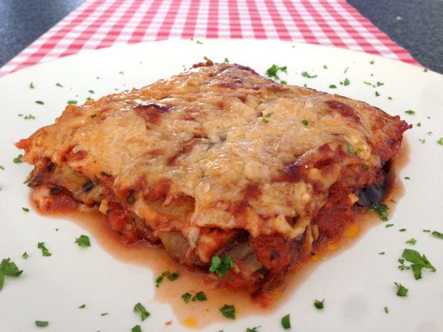 Geloof het of niet, maar ook de lekkerste Parmigiana di melanzane maak je gewoon zelf. Bekijk dit heerlijke recept op AllesOverItaliaansEten.nl!