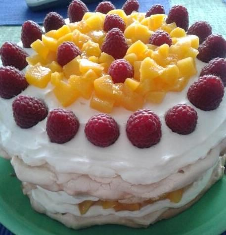 tort Pavlova z owocami
