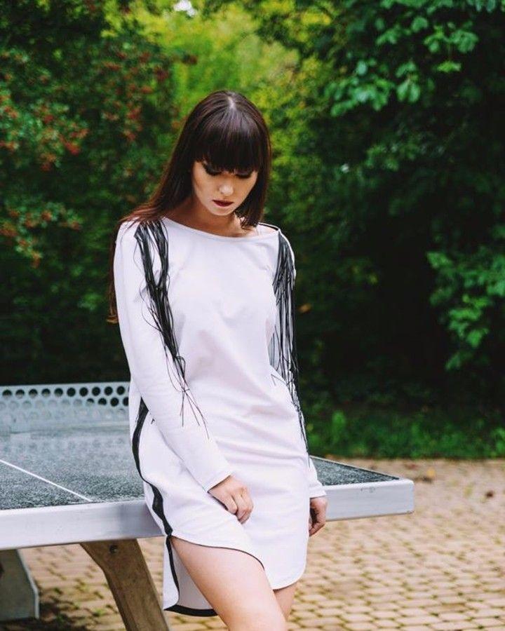 Foto: Jacek Korzeniewski / LIRYKA STUDIO Model: Elżbieta Maria Domżalska Makeup:Oliwia Pawłowska Ubrania: Viktoriia Nosach #gdansk #sesjazdjeciowa #moda #ubrania #projektant #fashion #kurtka #płaszcz #photosession #lookbook #fashionblogger #streetwear #streetfashion #lirykastudio