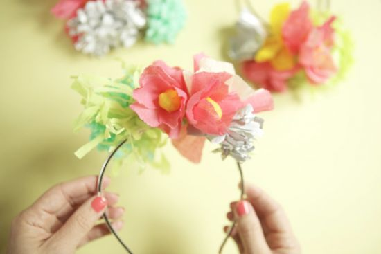 Pretty yet simple take on the traditional Easter bonnet, an Easter hairband.