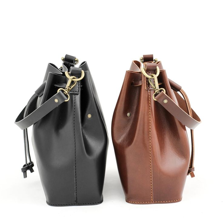 MARILIN small bucket bag in brown and black leather. A tad smaller, a tad cuter. Drawstrings fastening on top adds a cute touch. Handmade sustainably from vegetal tanned leather.
