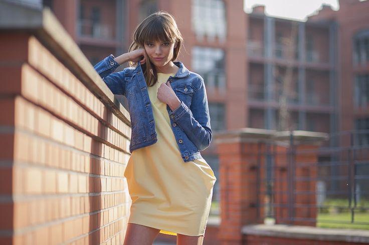 Tunika żółta tuba / Kurtka jeansowa / Więcej na www.estrela.pl / tunic, tube, dress, tracksuit, jeans, denim, jacket, spring, outdoor, look, daily, stylization, casual, sporty, woman, polish girl, design