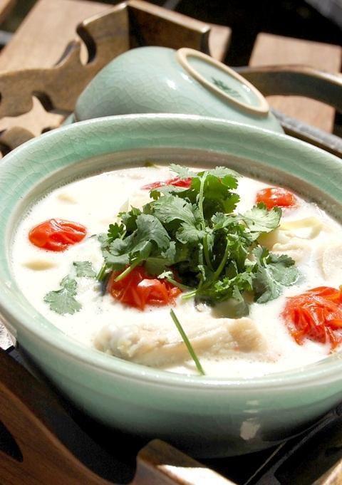 レシピ】鶏肉のココナッツミルクサワースープ | バンコクナビ