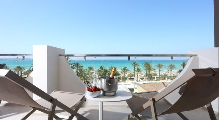 Hotel Playa Golf Playa de Palma Hotel Playa Golf is located on Playa de Palma Beach, 10 minutes' drive outside Palma. It offers an outdoor pool, spa, fitness centre and air-conditioned rooms with a private balcony.