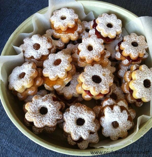 BIMBY CIAMBELLE SARDE - BIMBY DOLCI SARDI - ricetta di Rita Queste ciambelle sono speciali e solo chi ha assaggiato i dolci sardi almeno una volta nella sua vita, sa di cosa sto parlando. Sono imma...