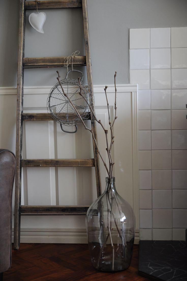 Ladder, vaas, stair Livin klassiek visgraat afzelia wooden floor Rustic rustique rustiek painting the past grey