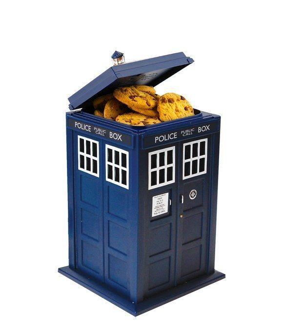 Porta-cookies em forma de Tardis. #tardis #drwho #geek | 38 itens de cozinha que todo nerd vai amar