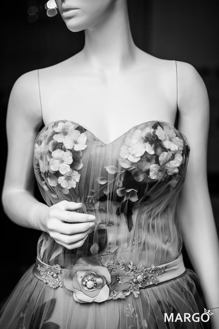 #flower #flowers #dress #flowerdress #dresswithflowers #springflowers #evening #evenintgress #powderpink #powder #pink #vintage #rose #roses #green #powdercolours #vintagecolours #peonies #hydrangea #cherryblossoms #blossoms #swarovski #pearls #swarovskipearls #50years #50 #white #vanillacolour #gradient #love #dreamdress #dream #margo #margoconcept