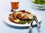 Suprême de volaille aux pommes de terre grelots et à la bière rousse