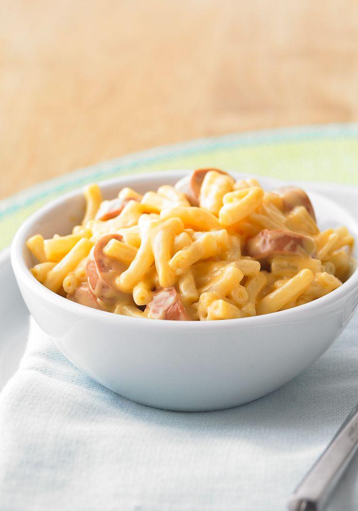 Sartén de macarrones con queso y salchichas- Esta receta de sartén de macarrones con queso y salchichas será toda una sensación para los pequeñines, y los adultos la disfrutarán también.