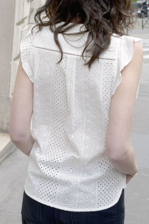 Blouse Caroline broderie anglaise - MAISON BRUNET - http://maisonbrunet.com/product/blouse-caroline-broderie-anglaise?ref=category-femme #blouse #top #broderie #embroidery #ss16 #femme #woman #details #madewithlove #conçuaparisavecamour
