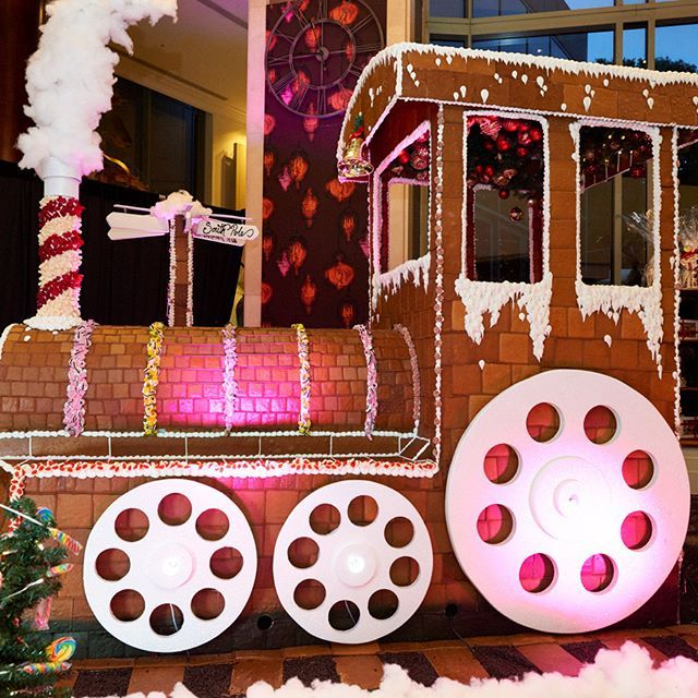 All aboard! @annapolyviou's Giant Gingerbread Train and festive pop-up store is now open. Swing by the Lobby Lounge for a Festive High Tea or a Yuletide sweet treat. Until Dec 31. #tistheseason #sydxmas #shangrilalala #sydneyeats #sydeyfood #gingerbreadtrain #tuesdaytreat