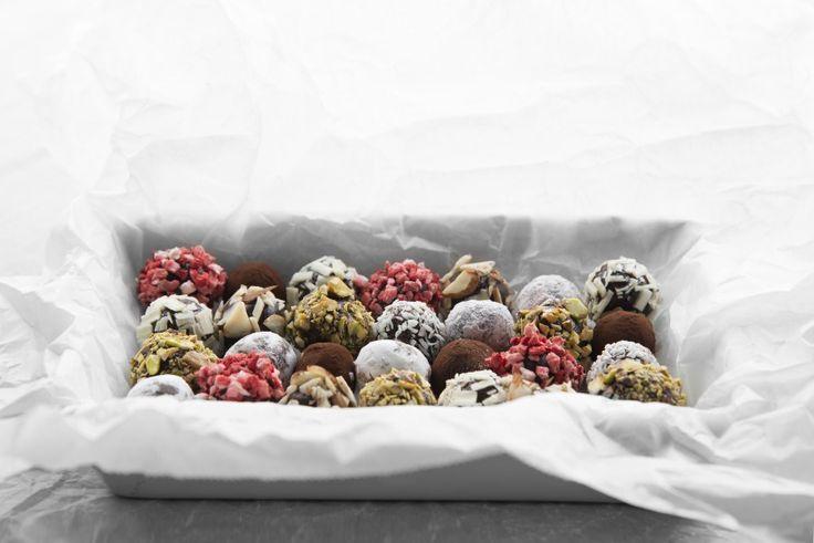 Jeg har skrevet om sjokoladetrøfler tidligere, men siden jeg lager det hvert år til jul så er det nesten naturlig å skrive om det hver jul også. Sjokoladetrøfler er noe som er veldig enkelt å lage …