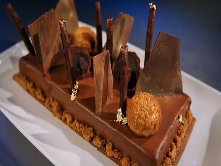Cel mai spectaculos desert de la MasterChef. Cofetarul Ana Consulea te invata sa faci tarta cu ciocolata si zmeura - www.foodstory.ro