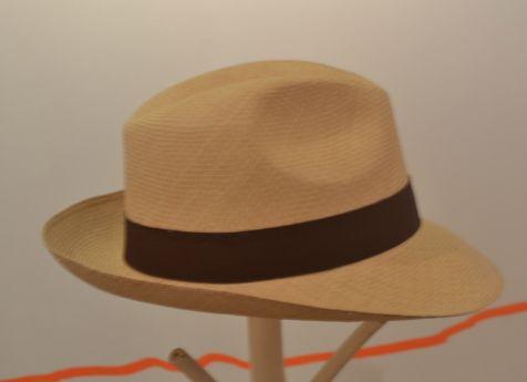 Sombrero de palma de iraca hecho por artesanos de Sandoná Nariño. Cómpralo en #MambeShop por solo $121.000 pesos!