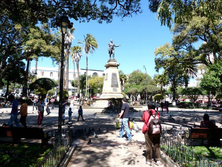 10x doen in Sucre, Bolivia - onze tips en favorieten | Plaza 25 de Mayo