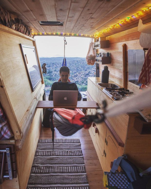 bureau en hangmat camper bed in sprinter zelfbouw bestelwagen