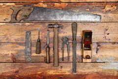 Εργαλεία παλαιών χεριών στο ξύλινο υπόβαθρο Στοκ εικόνες με δικαίωμα ελεύθερης χρήσης