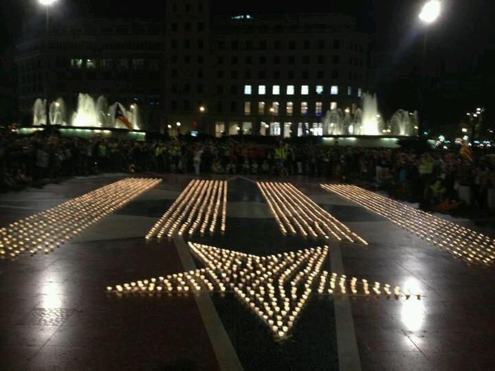Estelada amb Espelmes - Encén la Flama a Barcelona Plaça Catalunya 8 de Setembre del 2012 #estelada #catalunya #barcelona