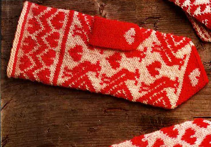 Neulo komeat lapaset, joita koristaa perinteinen käkikuvio.