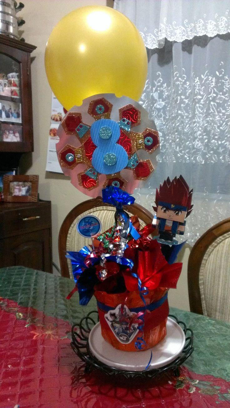 Beyblade centerpieces for a birthday party // Centros de mesa de Beyblade para una fiesta de cumpleaños  #beyblade #centerpieces #party #fiesta #centrosdemesa
