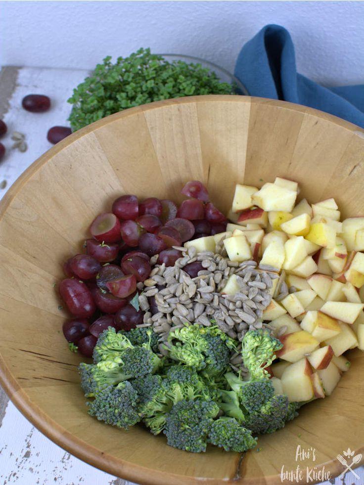 Brokkoli Salat mit roten Trauben und Joghurt Dressing – Feines
