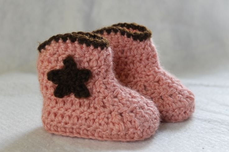 Baby cowboy cowgirl crochet booties designed by Happy Berry http://www.ravelry.com/projects/FiddleDeeGreen/cowboy-baby-boots-2