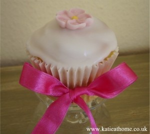 Pink daisy cupcakes - Mothers Day or that special something