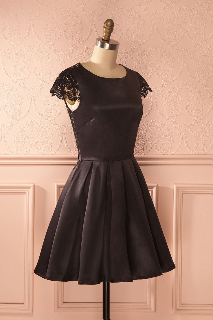Ozella - Black open back lace sleeved dress