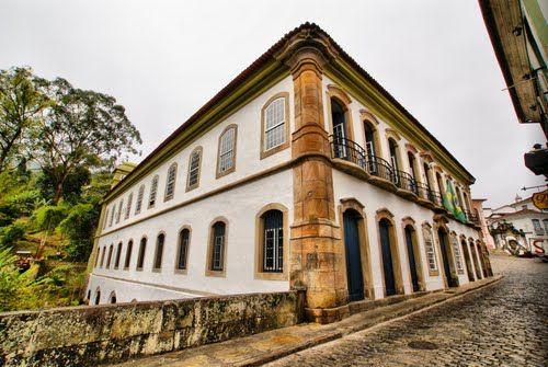 Ouro Preto-Casa dos Contos-Erguida em 1784 para servir de residência para o administrador de impostos da capitania de Minas, tornou-se mais tarde sede da Junta da Real Fazenda e da Intendência do Ouro, recebendo a denominação de Casa dos Contos.