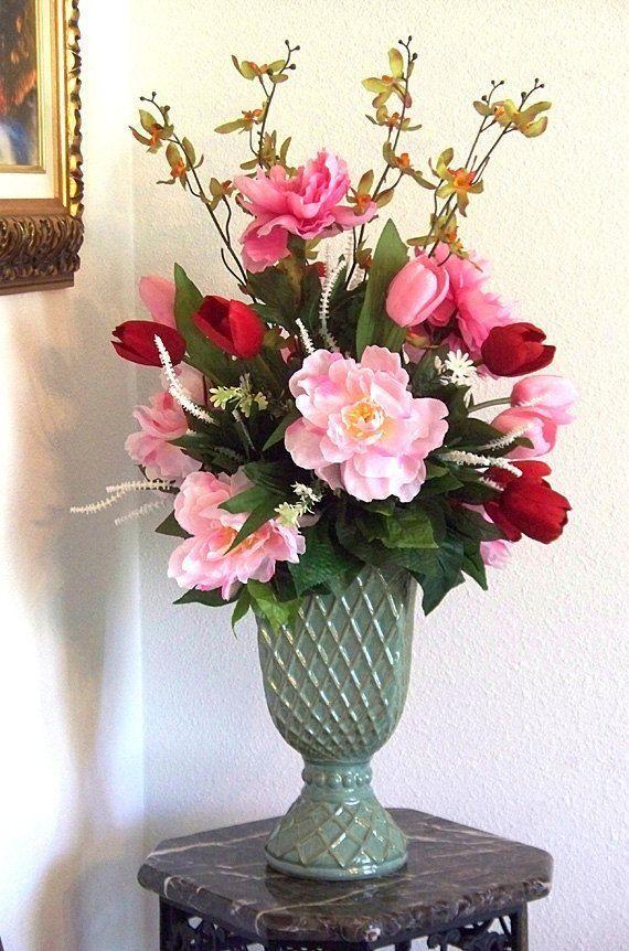 Conheça nossa seleção com 50 fotos de arranjos de flores artificiais utilizadas na decoração. Inspire-se com estas ideias.