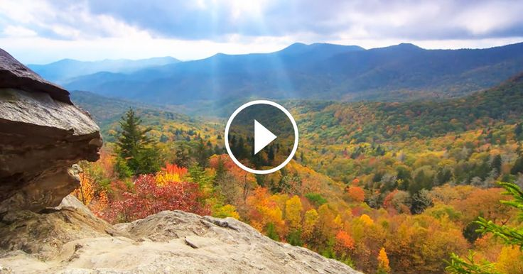 Découvrez Asheville à travers ce time-lapse envoûtant par ses paysages d'automne magnifiques aux points de vue depuis les montagnes exceptionnels. Vous allez voyager en Caroline du Nord dans un décor coloré qui va vous transporter....