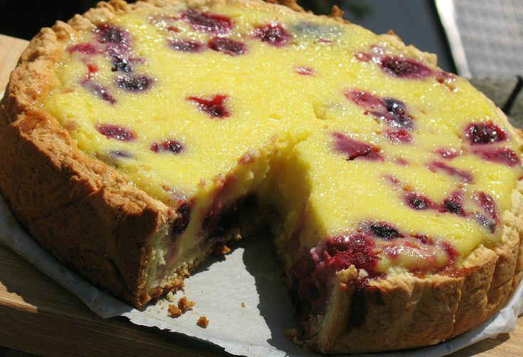 Tarta cu smantana si fructe de padure