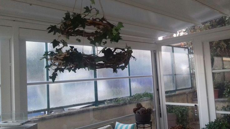 Corona decorativa da soffitto con edera vera removibile. Doppia corona. Predisposizione per candele. (20)