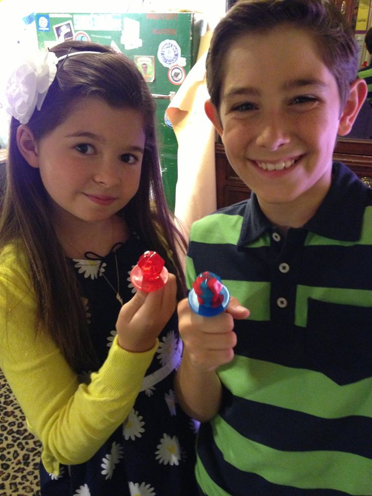 Candy Power|Oliver and Nora may not always get along, but the power of candy brings Addison and Diego Velazquez together.