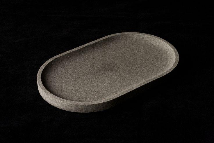 Plateau en béton ovale uni oxyde Noir croquebeton.etsy.com