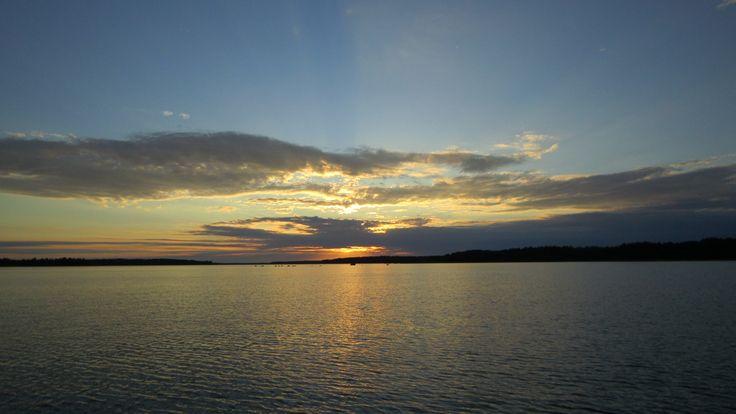 Auringonlaskut merellä