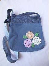 recyklovaná riflová taška na plece