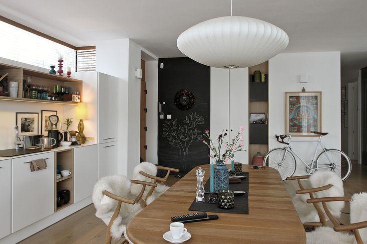 Budapest | Franco & Stefano SOLAR egyedi konyhabútor | minimal vintage kitchen furniture | mid-century modern | wishbone chair | vintage eames chair | Photo: © Mellik Tamas Photography