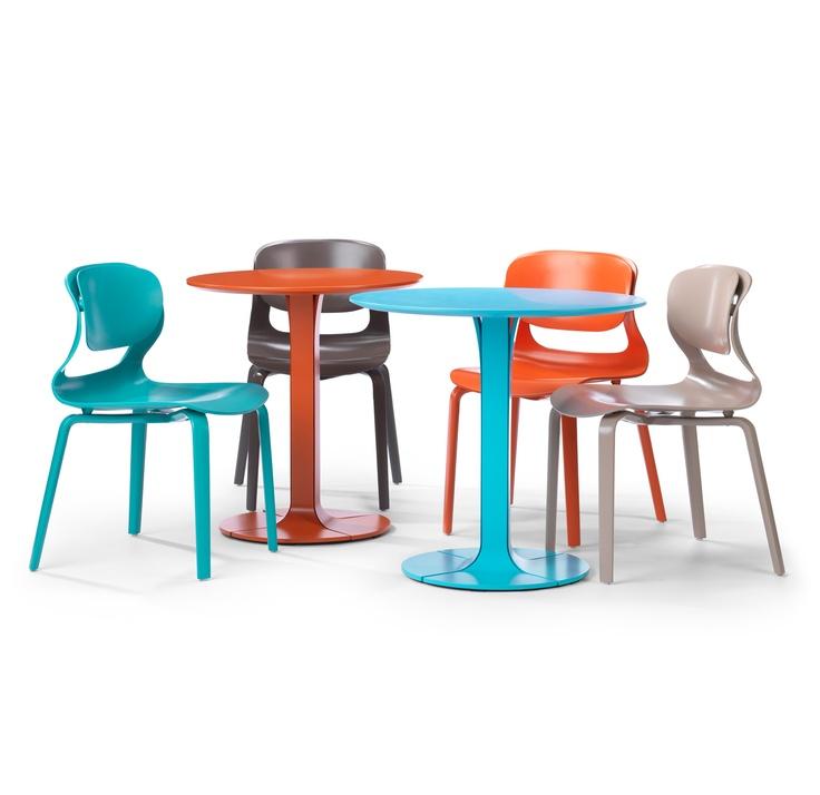 Una table, Tveir chair.