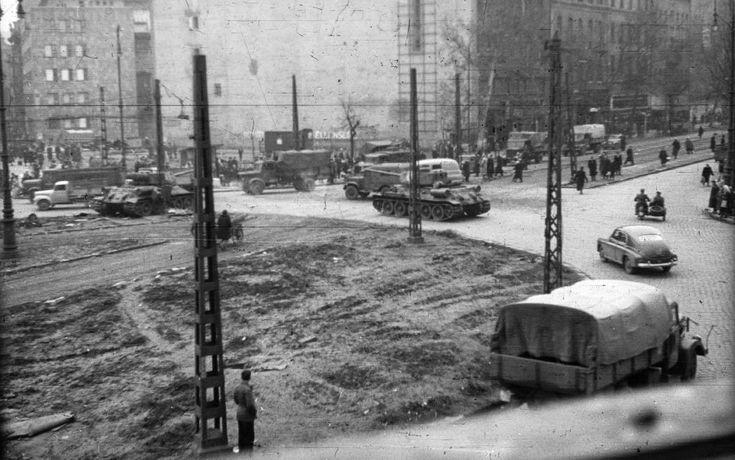 Kálvin tér, balra a Kecskeméti utca, jobbra a Múzeum körút.