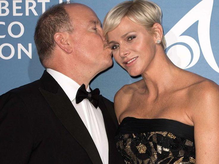 Albert et Charlène de Monaco ont attiré tous les regards au premier gala pour l'océan de Monte-Carlo. Le couple princier est apparu plus amoureux que jamais....